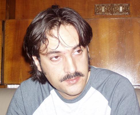 خالد نویسا